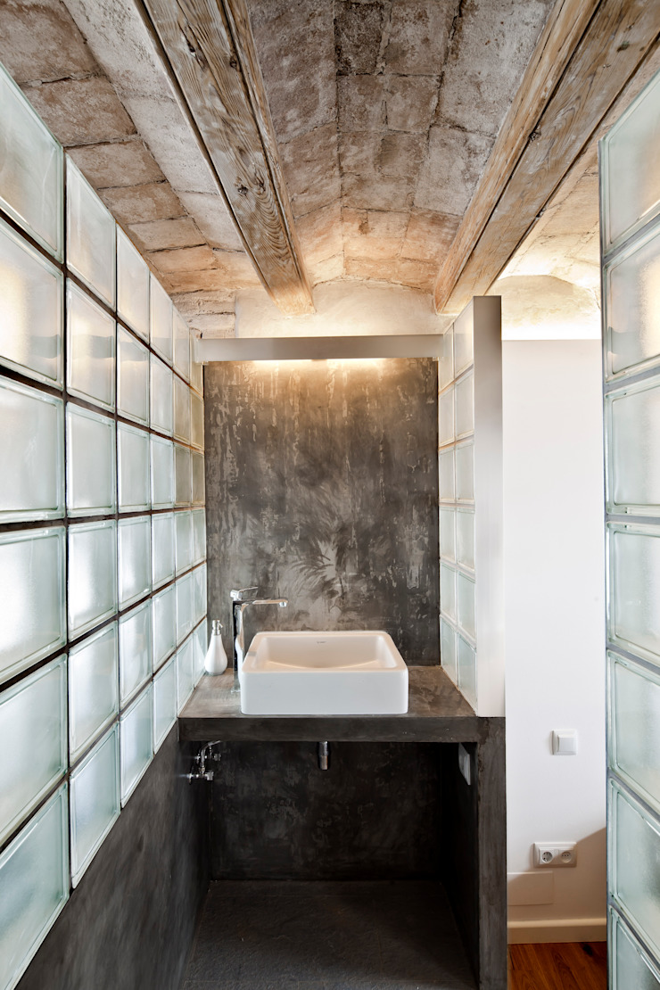 LAVABO Baños de estilo mediterráneo de Alex Gasca, architects. Mediterráneo