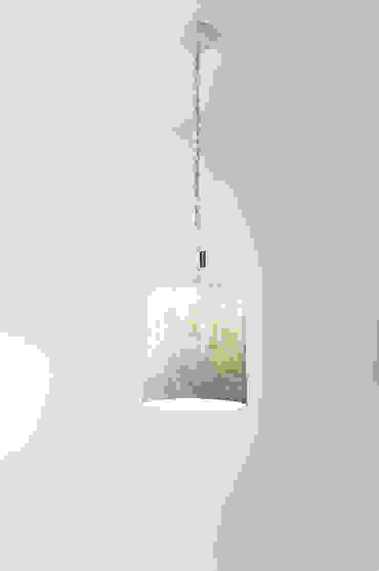 Bin nebula di in-es.artdesign Moderno
