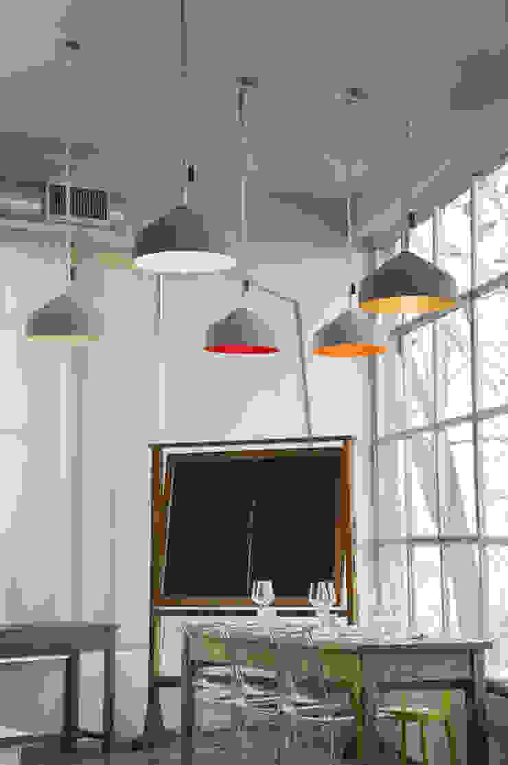 Cyrcus cemento di in-es.artdesign Moderno