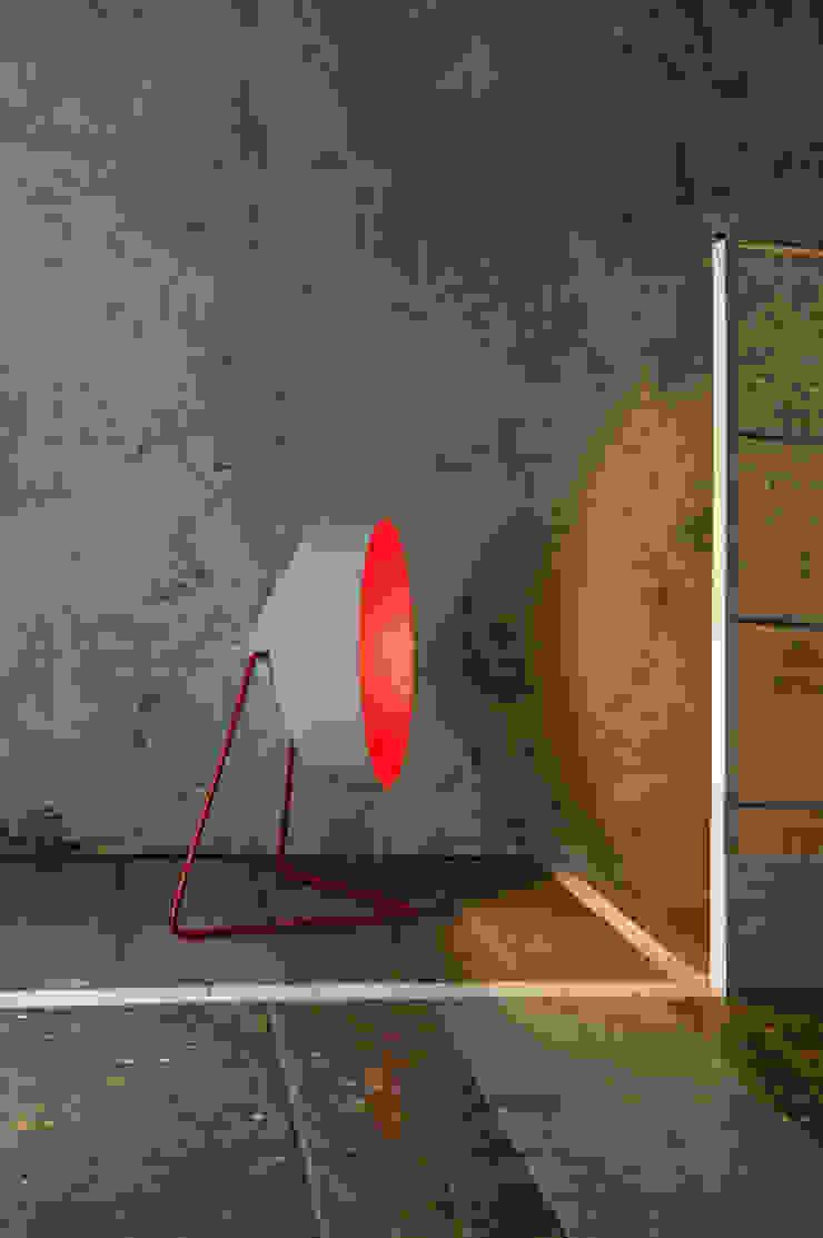 Cyrcus F cemento di in-es.artdesign Moderno