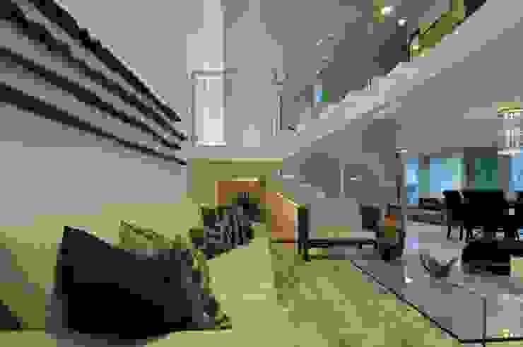 Modern living room by Espaço Cypriana Pinheiro Modern