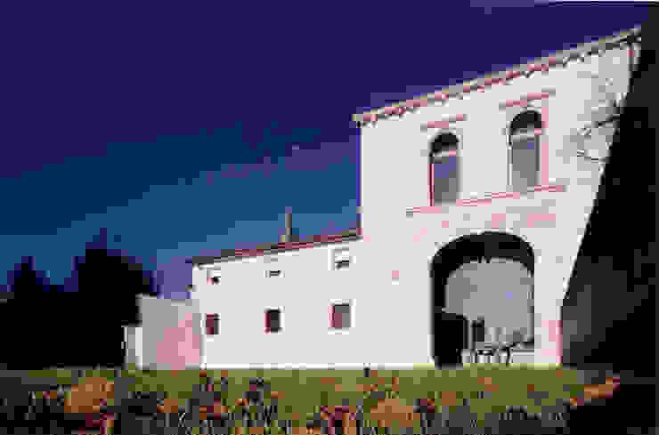 Restauro di un edificio settecentesco di Abaco Associati Minimalista