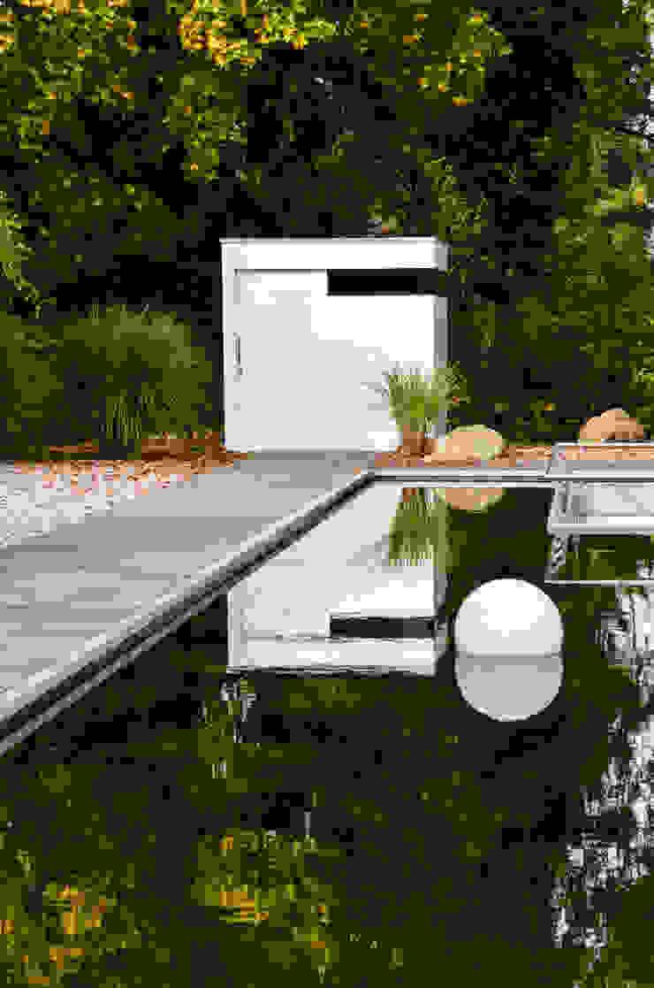 gartenhaus @gart zwei - München Minimalistische Garagen & Schuppen von design@garten - Alfred Hart - Design Gartenhaus und Balkonschraenke aus Augsburg Minimalistisch Holz-Kunststoff-Verbund