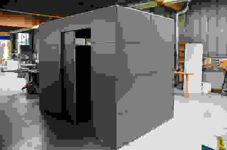 gartenhaus @gart – Meisterschwanden, Schweiz: modern  von design@garten - Alfred Hart -  Design Gartenhaus und Balkonschraenke aus Augsburg,Modern Holz-Kunststoff-Verbund