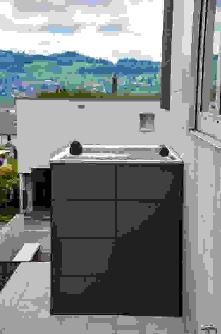 design gartenhaus @gart Moderne Garagen & Schuppen von design@garten - Alfred Hart - Design Gartenhaus und Balkonschraenke aus Augsburg Modern Holz-Kunststoff-Verbund