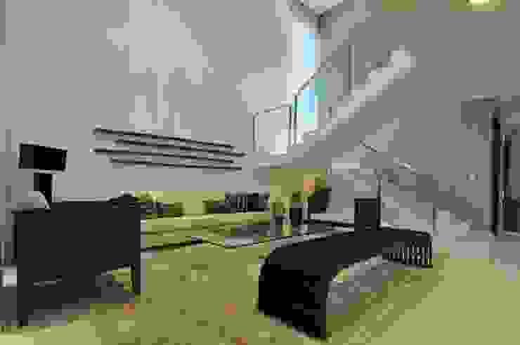 Гостиная в стиле модерн от Espaço Cypriana Pinheiro Модерн