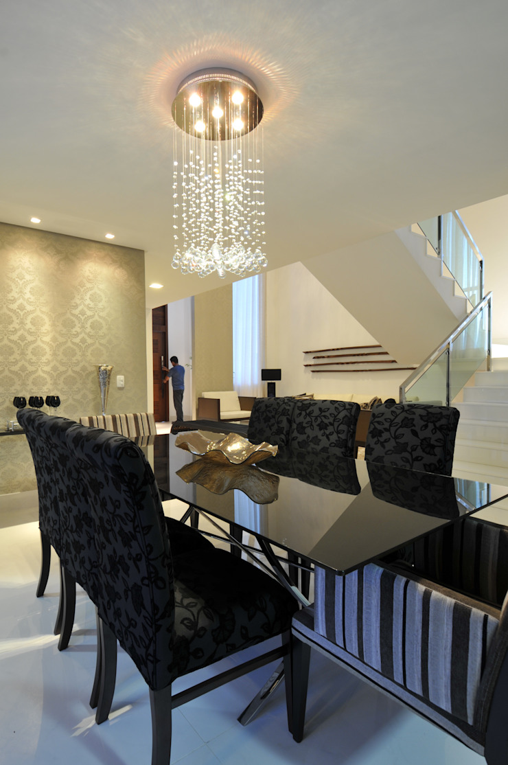 Столовая комната в стиле модерн от Espaço Cypriana Pinheiro Модерн
