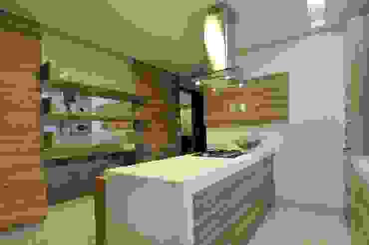 Кухня в стиле модерн от Espaço Cypriana Pinheiro Модерн