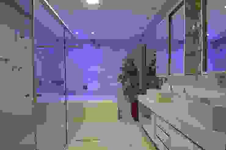 Casa Contemporânea Banheiros modernos por Espaço Cypriana Pinheiro Moderno
