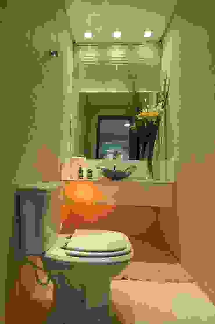 Ванная комната в стиле модерн от Espaço Cypriana Pinheiro Модерн