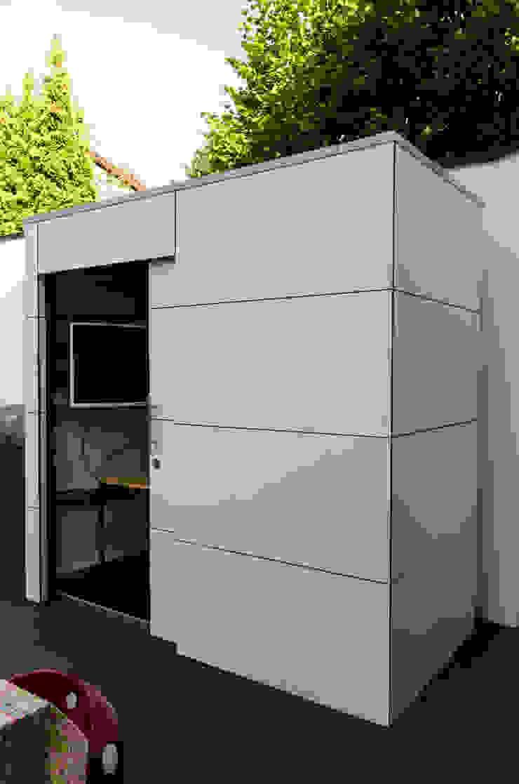 gartenhaus @gart eins – Heilbronn: modern  von design@garten - Alfred Hart -  Design Gartenhaus und Balkonschraenke aus Augsburg,Modern
