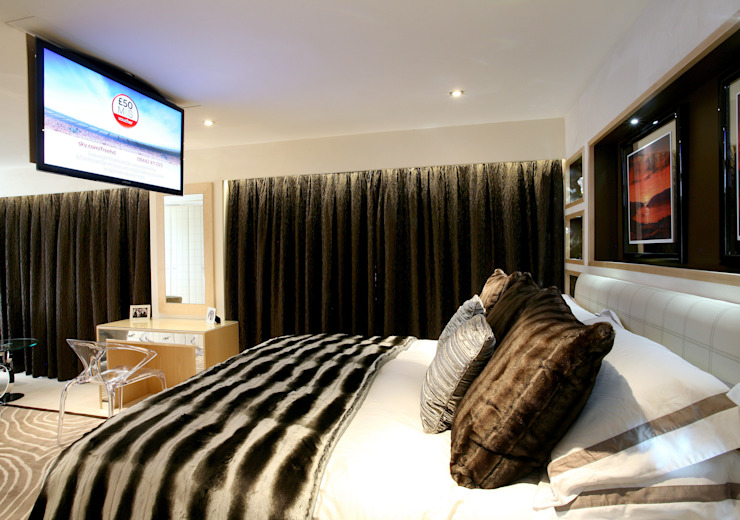 Master Bedroom - TV down: modern  by Angel Martin Interiors, Modern