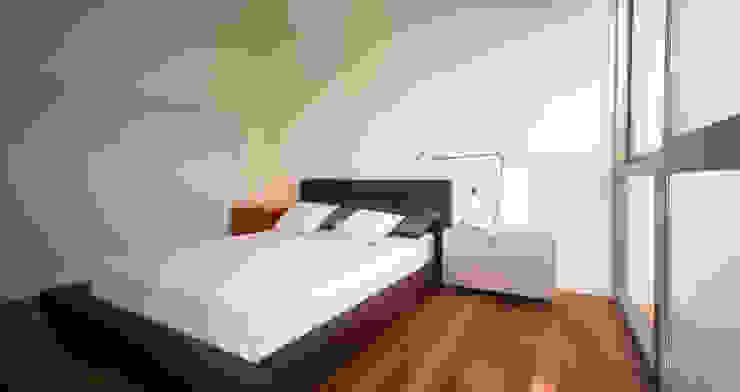 Camera da letto moderna di Rocamora Arquitectura Moderno