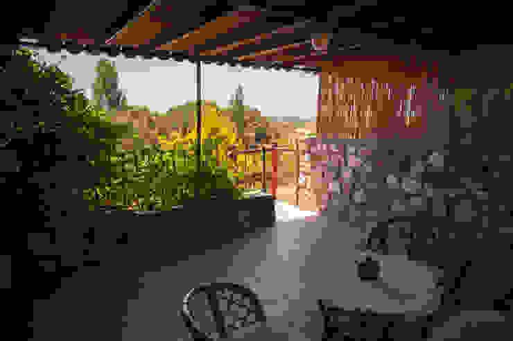Karakız Modern Balkon, Veranda & Teras ARAL TATİLÇİFTLİĞİ Modern