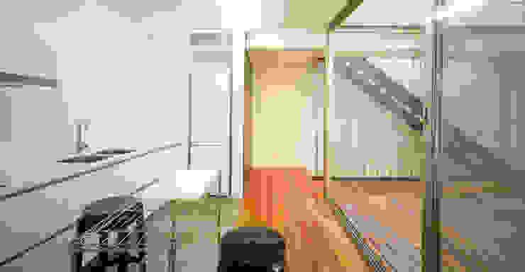 Ingresso, Corridoio & Scale in stile moderno di Rocamora Arquitectura Moderno
