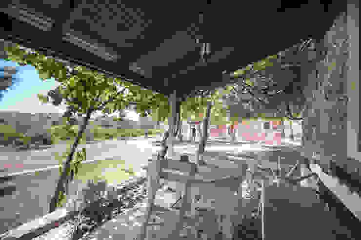 ARAL TATİLÇİFTLİĞİ Modern balcony, veranda & terrace