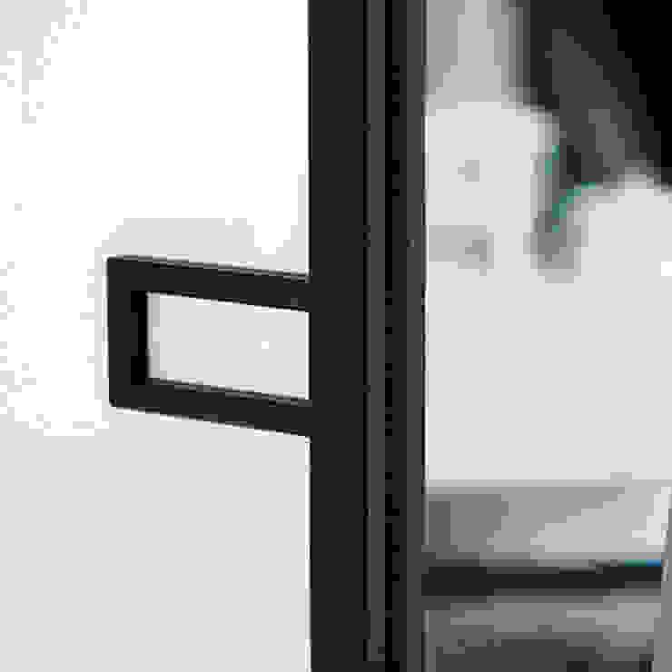 Moderne Fenster & Türen von MOVI ITALIA SRL Modern