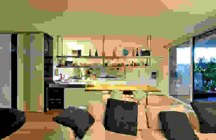 +studi: cucina e open space dell'attico L+S di +studi Moderno