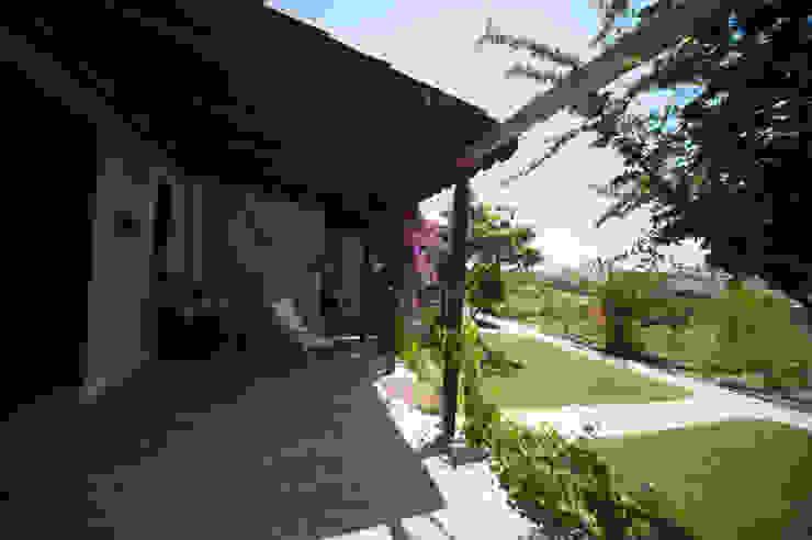 Modern balcony, veranda & terrace by ARAL TATİLÇİFTLİĞİ Modern