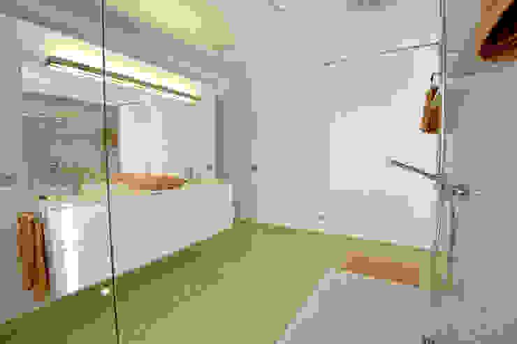 Ivan Torres Architects Modern bathroom