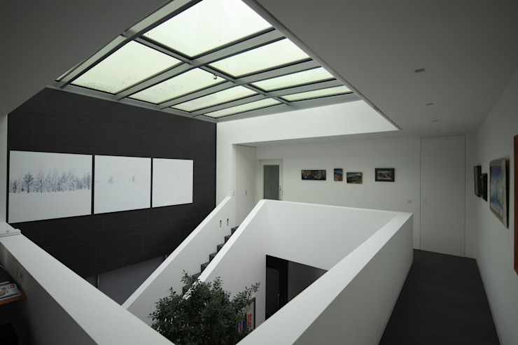 Anwesen in Freising Moderner Flur, Diele & Treppenhaus von Herzog-Architektur Modern