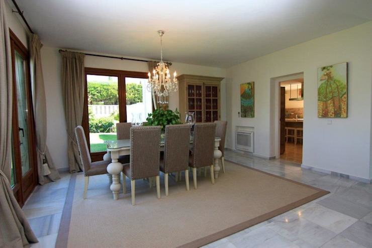 Classic style dining room by Bernadó Luxury Houses Classic