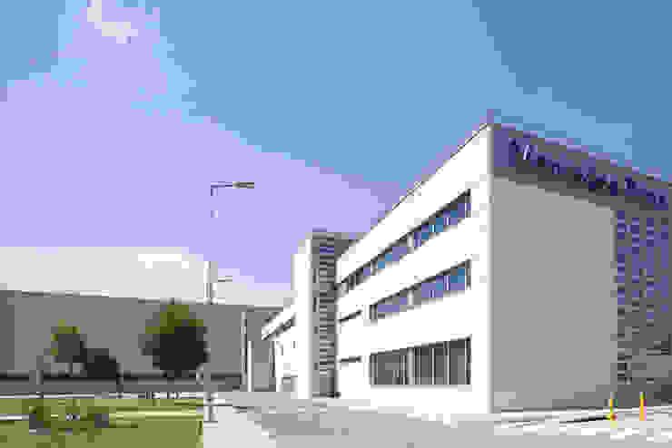 Centro Logístico Mercedes-Benz Edificios de oficinas de TBI Architecture & Engineering