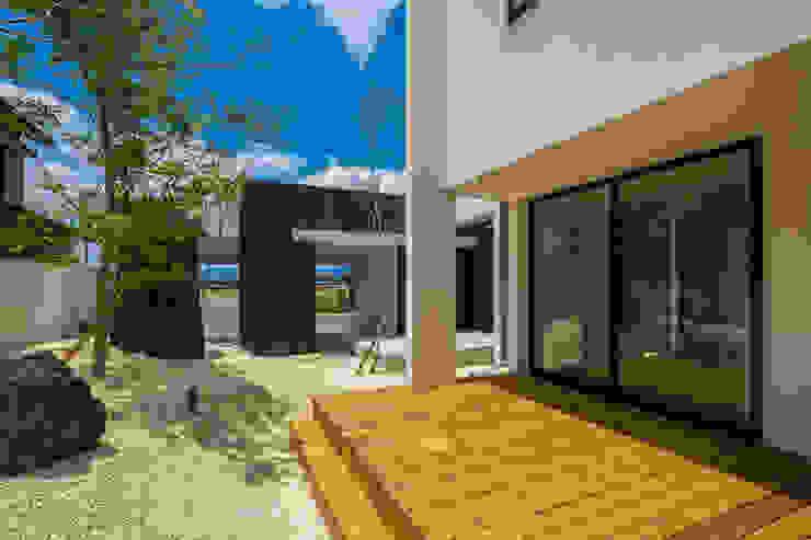 SUNOMATA モダンデザインの テラス の 武藤圭太郎建築設計事務所 モダン