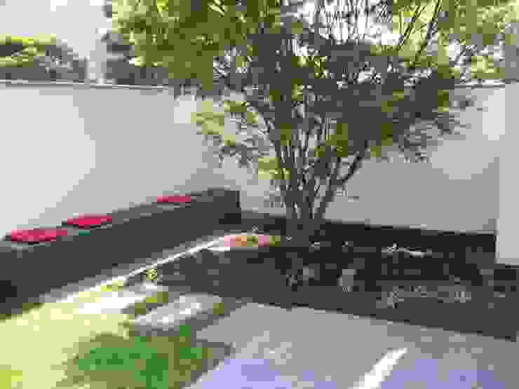 Jardines modernos: Ideas, imágenes y decoración de Katrin Lesser Moderno