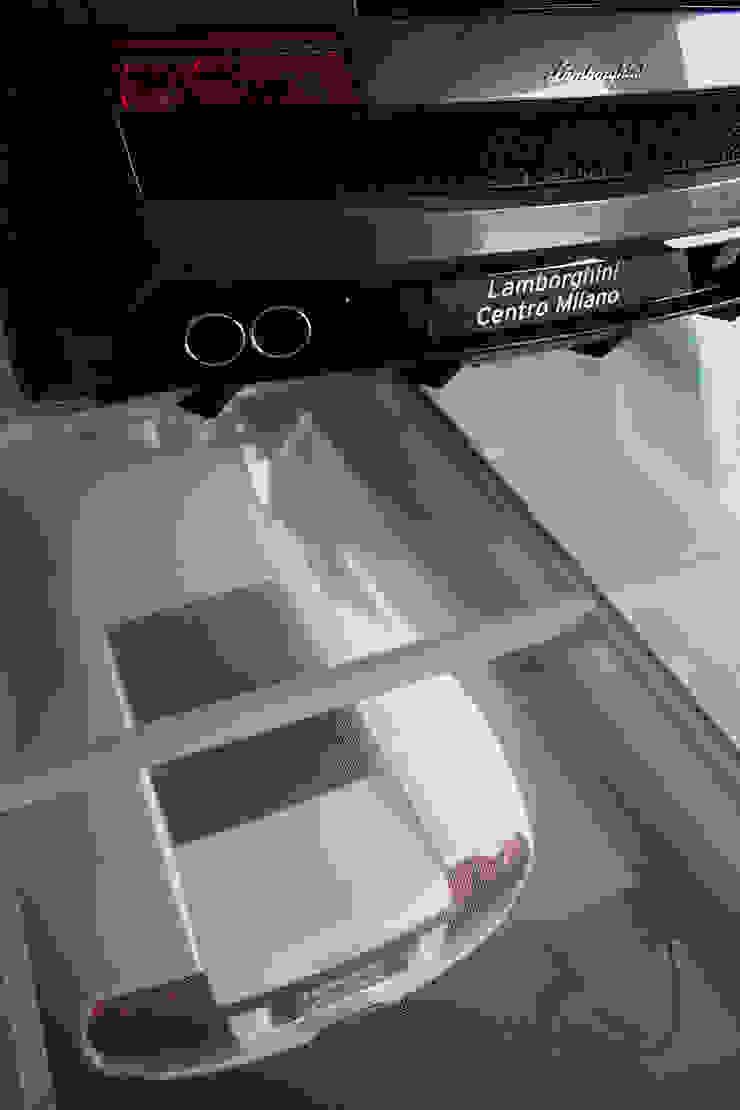 Soppalco in vetro antiscivolo trasparente. Concessionarie d'auto moderne di Vitrealspecchi Spa Moderno