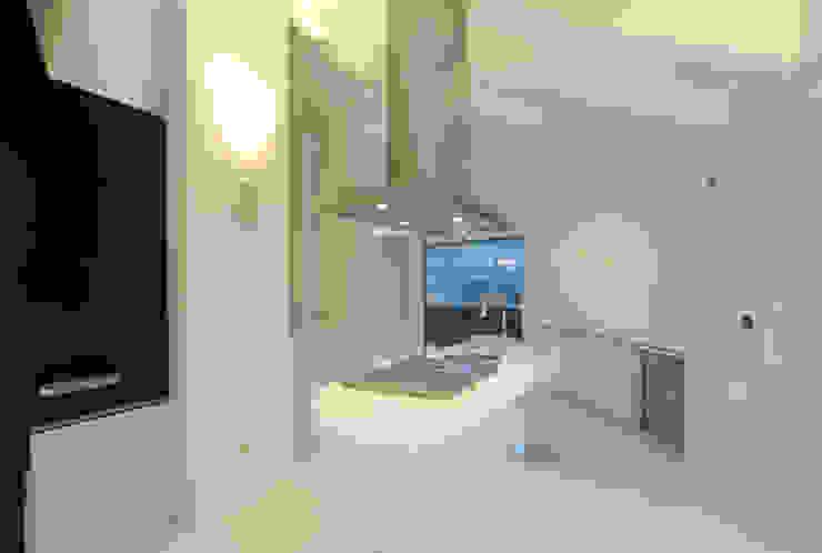 Cucina 02 di Carlo Beltramelli Interior Designer Moderno