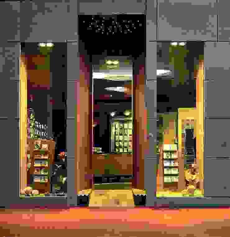 Pace Music Negozi & Locali commerciali moderni di alessandromarchelli+designers AM+D studio Moderno