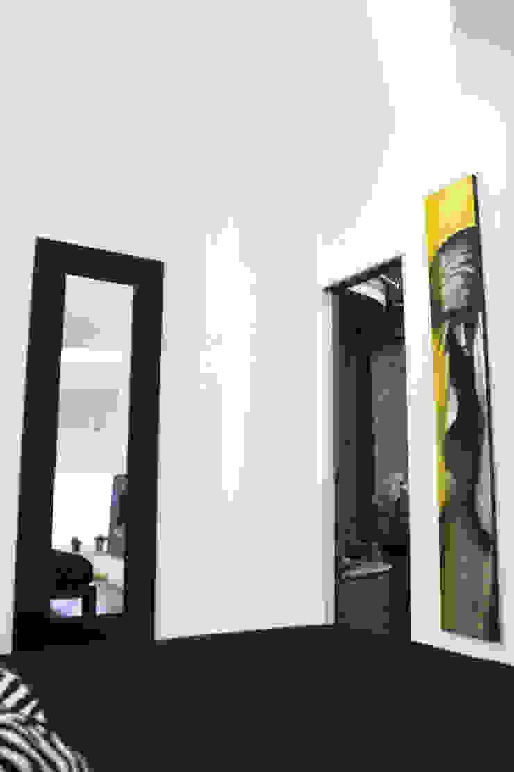 object a reaction poetique Camera da letto moderna di Teresa Romeo Architetto Moderno