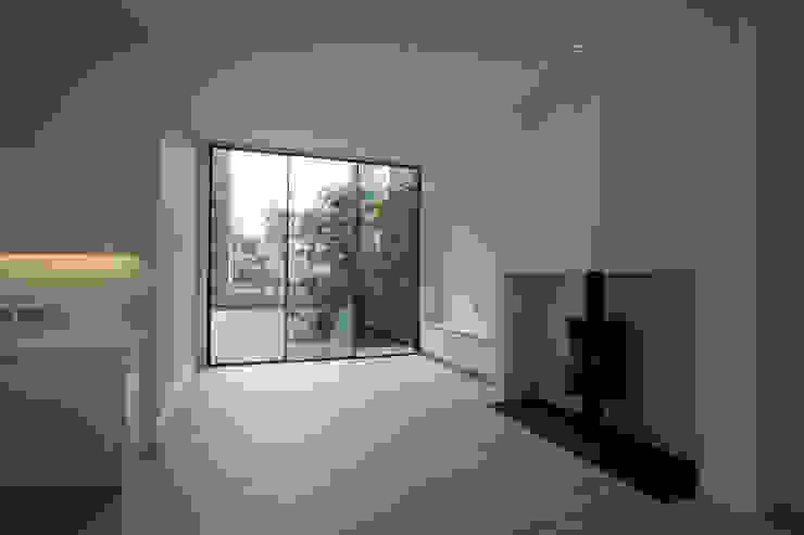 Edis Street Modern living room by IQ Glass UK Modern
