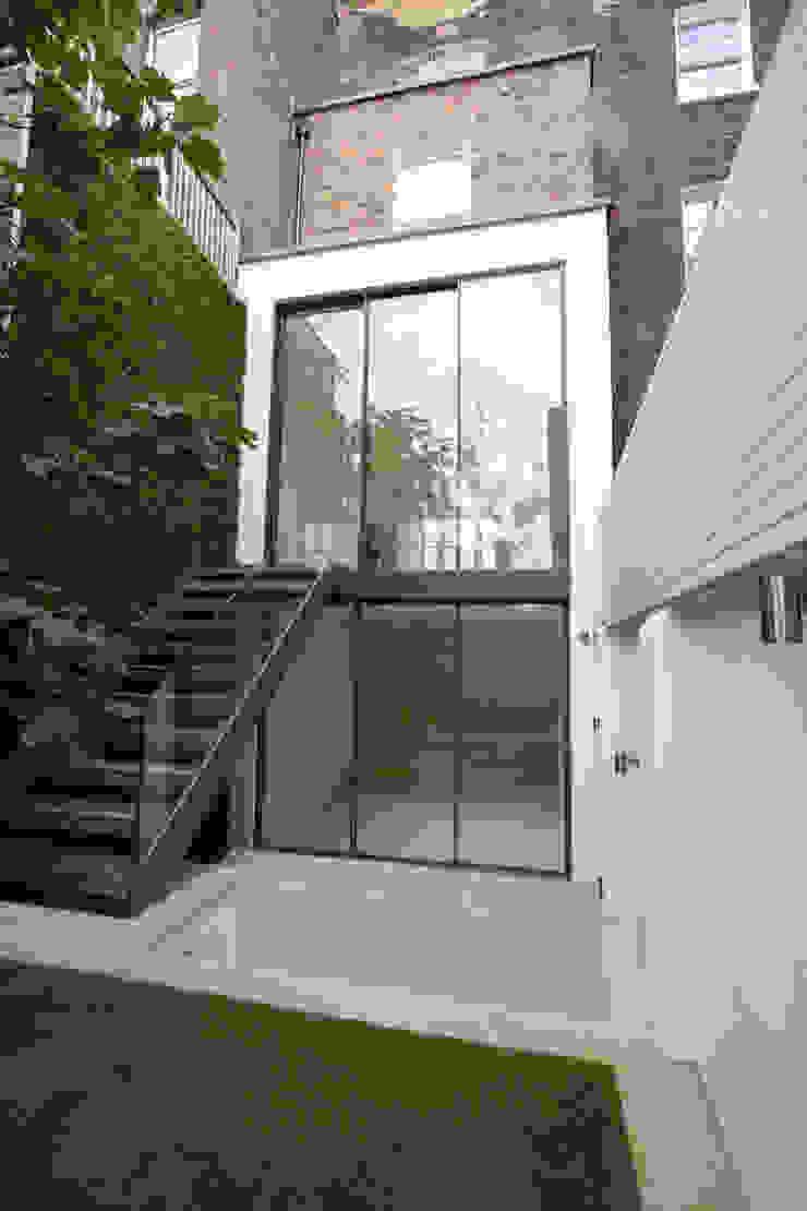 Edis Street Modern corridor, hallway & stairs by IQ Glass UK Modern
