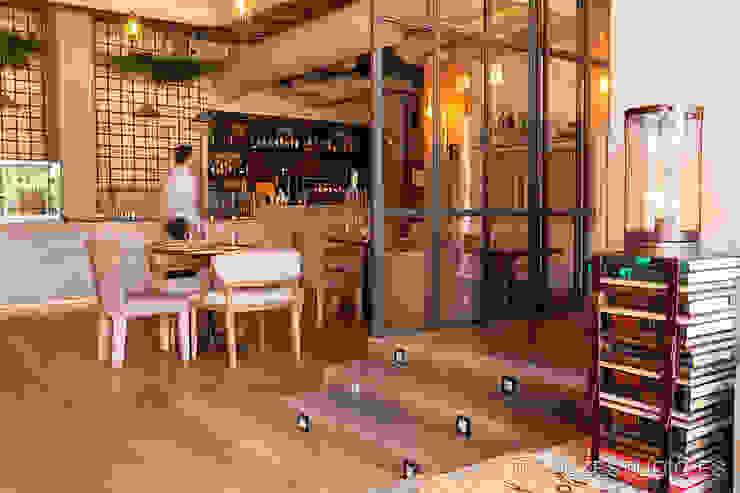 Interior del restaurante Marieta. Gastronomía de estilo moderno de Luzestudio - Fotografía de arquitectura e interiores Moderno