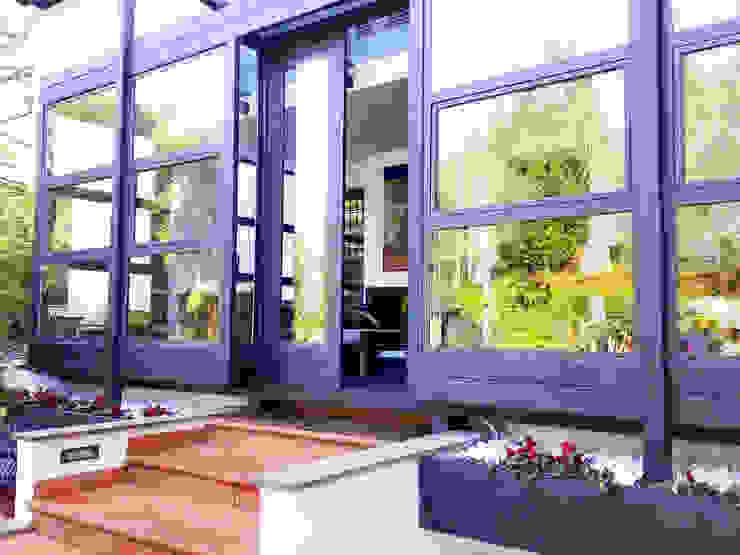 Scorcio esterno della veranda Balcone, Veranda & Terrazza in stile moderno di Teresa Romeo Architetto Moderno