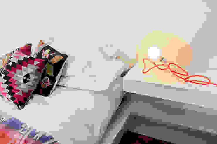 Dormitorios de estilo  por Mags Design