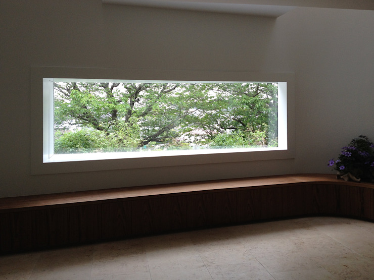 House for green,breeze and light モダンな 窓&ドア の Yaita and Associaes モダン