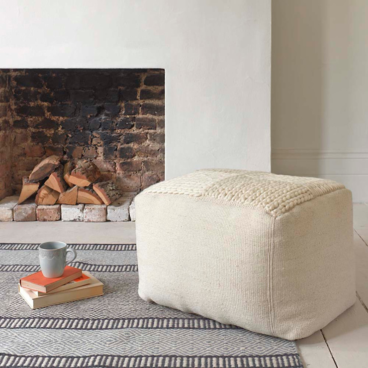 Schnuffle Pouffe with Knitted top de homify Escandinavo