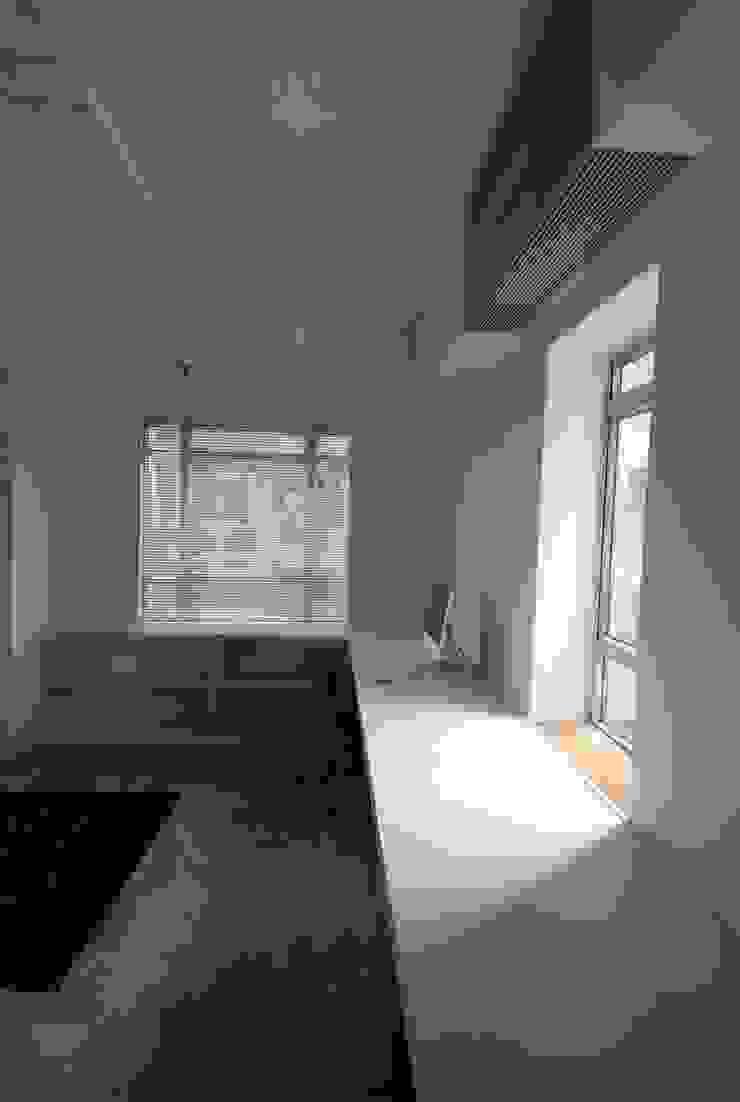 Salones minimalistas de atelier blur / georges hung architecte d.p.l.g. Minimalista