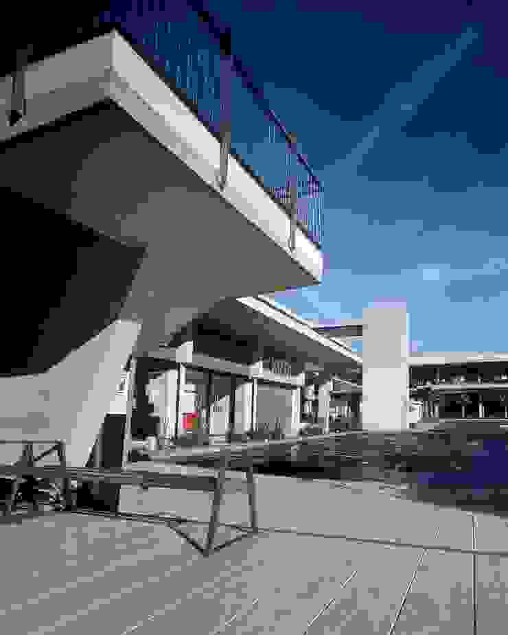 by Central de Arquitectura