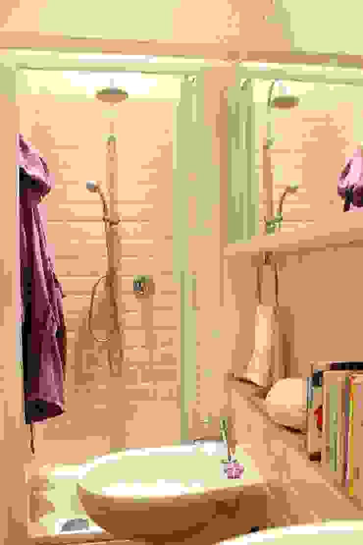 Banheiros modernos por Arch. Silvana Citterio Moderno