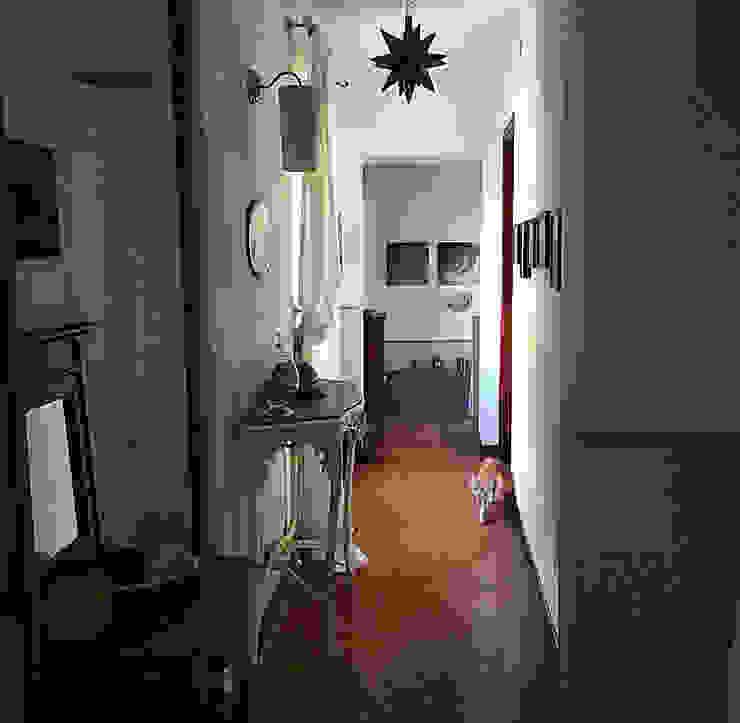 Corridoio Ingresso, Corridoio & Scale in stile rurale di Arch. Silvana Citterio Rurale