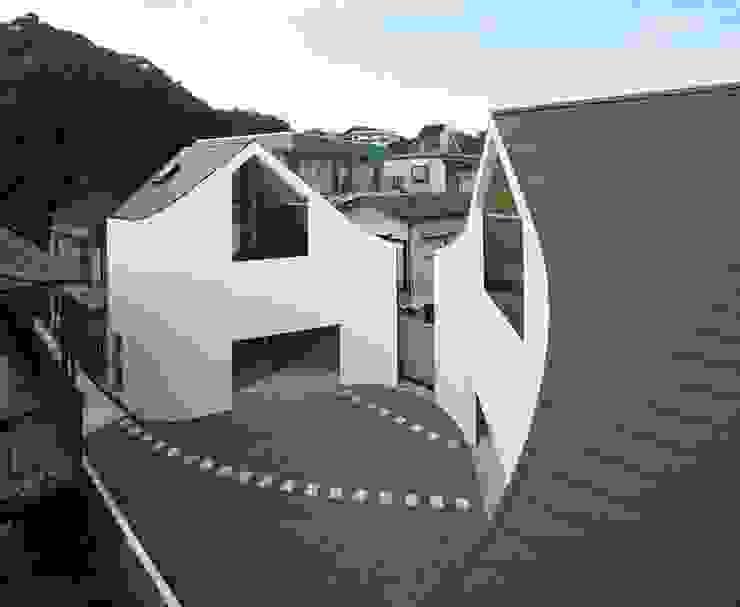 A House Made of Two Naf Architect & Design 모던스타일 주택
