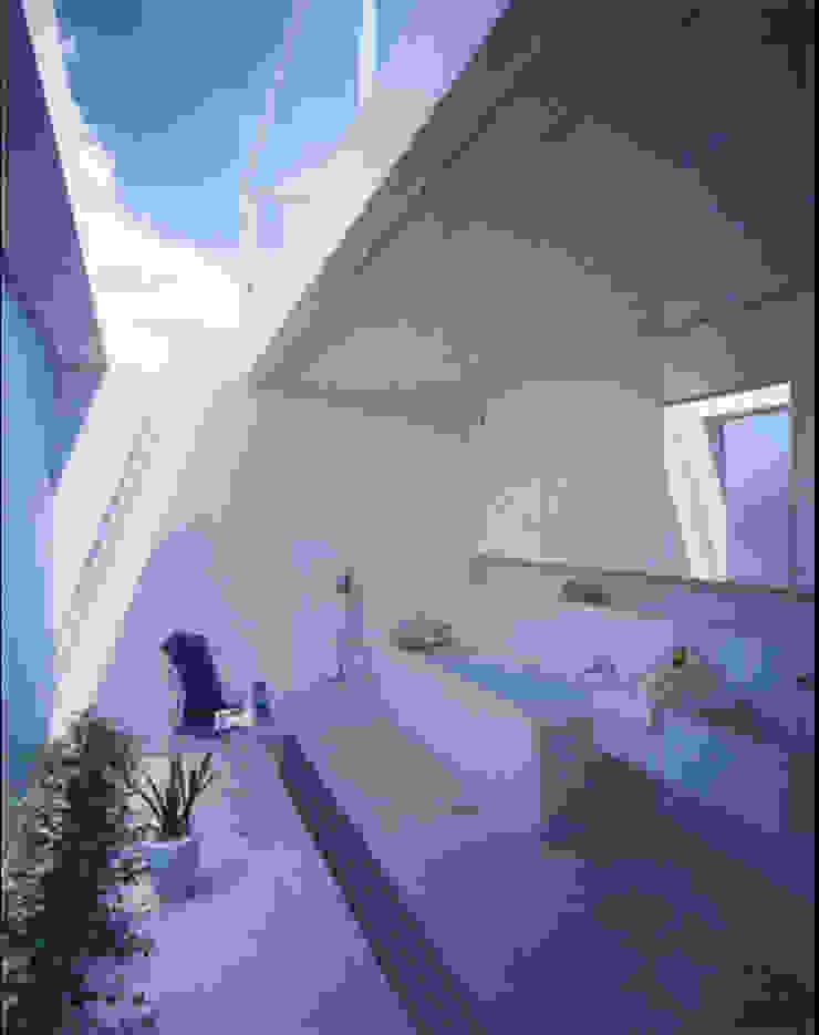 暖炉の家: Shinichi Ogawa & Associates / urbanist architectが手掛けたミニマリストです。,ミニマル