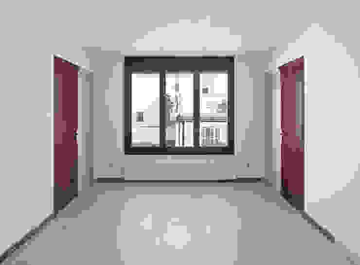 apartamento mercè Casas de estilo moderno de vora Moderno