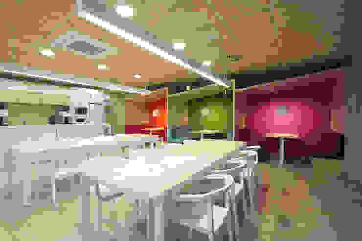 Ymedia Oficinas y tiendas de Stone Designs