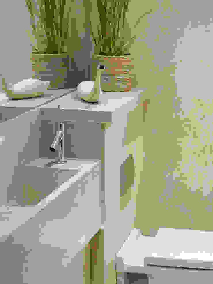 Les Jenemies Rustic style bathroom by JAMIE FALLA ARCHITECTURE Rustic