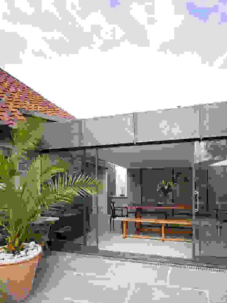 Les Jenemies Rustic style windows & doors by JAMIE FALLA ARCHITECTURE Rustic